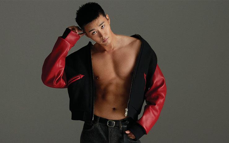배우 김권은 촬영장에서 늘 자기 자신과 싸운다. 꾸미지 않은 듯 자연스러운 연기를 하고 싶지만 존재감은 독보적이고 싶다. 무엇보다, 대본을 연습할 때건 몸을 키울 때건, 나답지 않은 것은 하기 싫다.