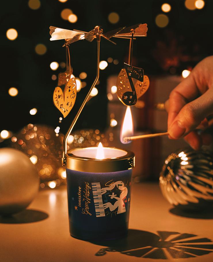 브라이트 뮤직노트 센티드 캔들 따뜻한 향을 담은 초를 켜면 장식물이 돌아가는 홀리데이 무드의 캔들, 60g 2만3천원대, 이니스프리.