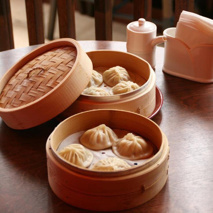 찬바람이 싸늘하게 얼굴을 스치면, 몹시도 그리워지는 음식 중 하나가 딤섬이다. 잘 알려진 하가우부터 특색 있는 중국 본토의 딤섬까지. 다양한 맛을 즐길 수 있는 딤섬 명가를 소개한다.