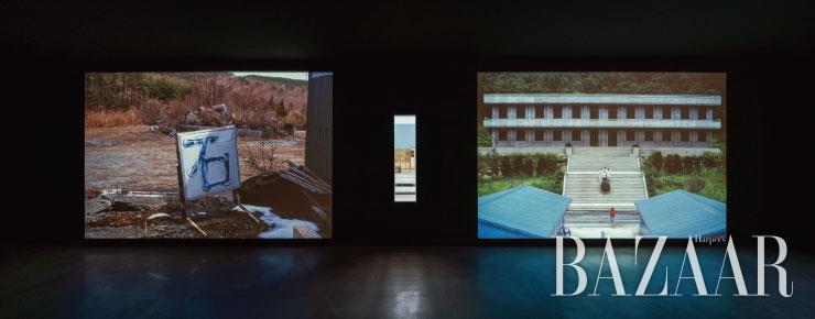 후쿠시마 지역에서 채취한 다양한 생물 및 사물을 '오토래디오그래피'로 만든 이미지 작업 <후쿠시마, 오토래디오그래피>(2019)와 세트장, 촬영소 등의 풍경을 찍은 사진 작업 <세트>(2000)가 제각각의 리듬으로 연속상영되며 묘한 대구를 이룬다.