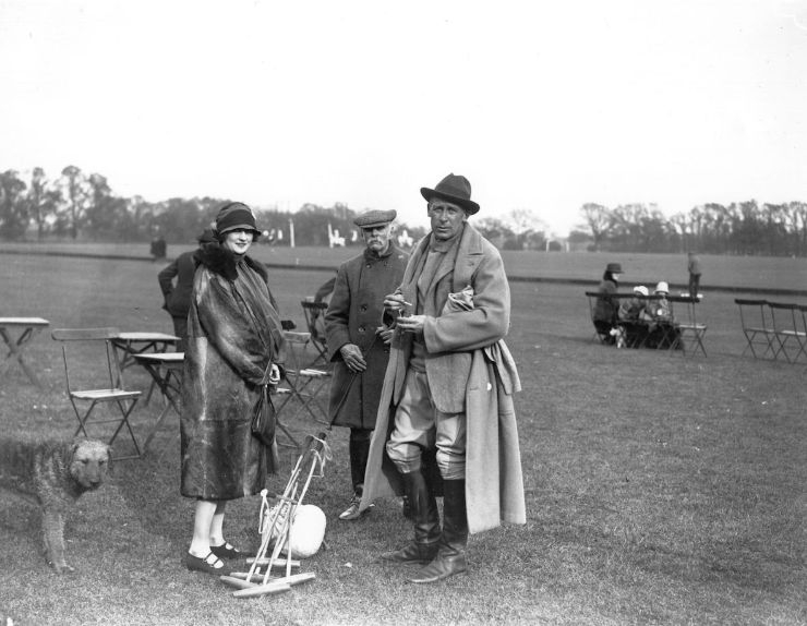 1936년, 폴로 경기 중인 사람들. 남성이 입은 폴로 코트는 지금의 카멜 코트와 비슷한 형태다. © 게티이미지