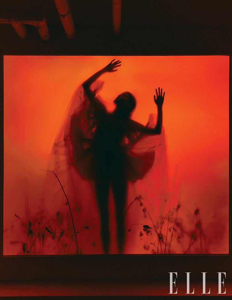 볼륨감 넘치는 실루엣의 샤 드레스는 49만9천원, H&M x Giambattista Valli.