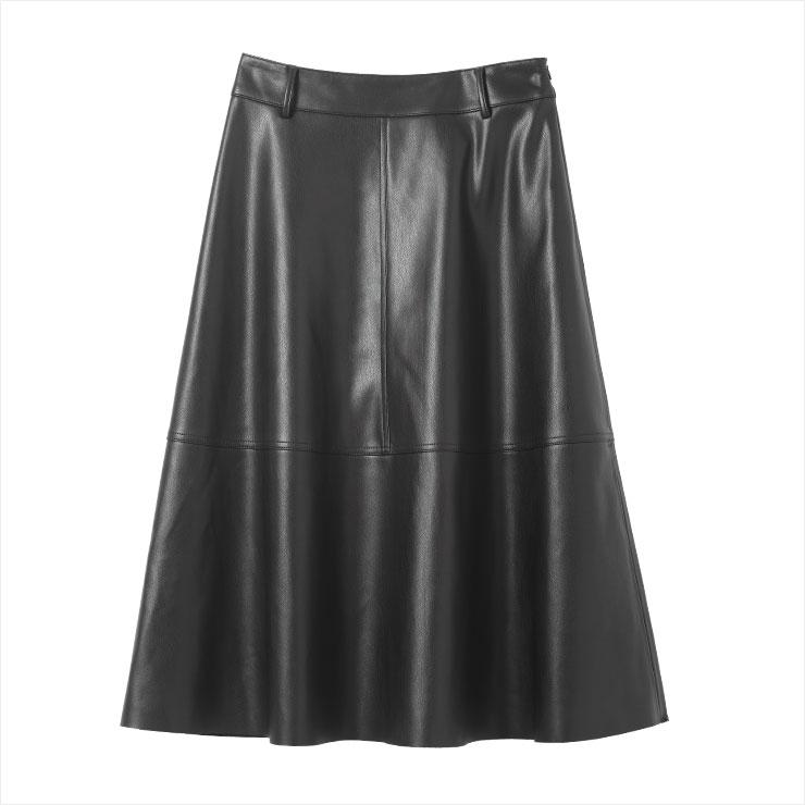 시크한 블랙 플레어스커트는 5만9천원, Zara.