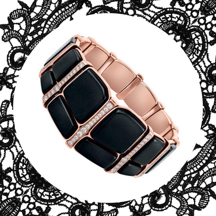 블랙 오닉스와 다이아몬드가 매치된 뱅글은 가격 미정, Hermès.