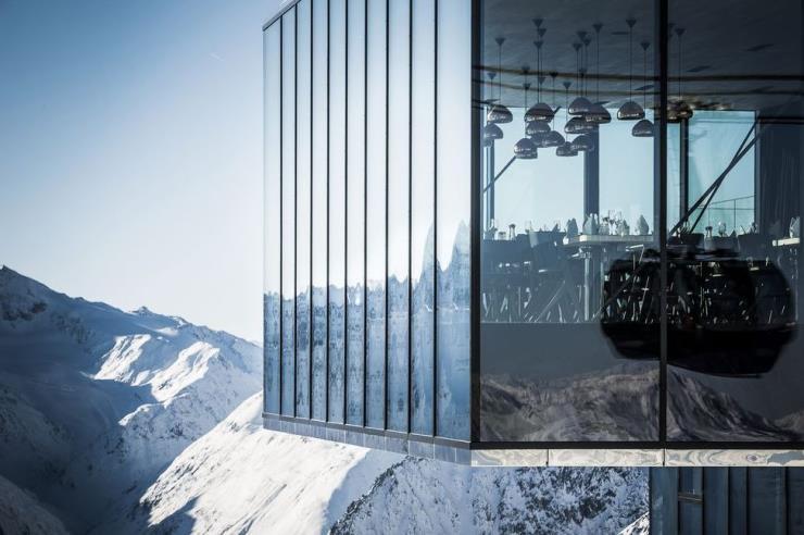 아름다운 풍경과 스키를 모두 즐길 수 있는 럭셔리 여행지는 어디?