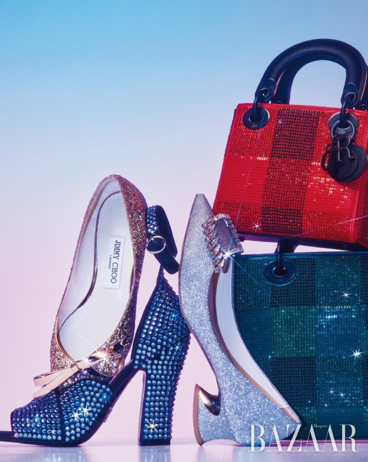 (왼쪽부터) 리본 장식 글리터 플랫 슈즈는 가격 미정 Jimmy Choo. 오픈 토 힐은 1백61만원 Prada. 큐빅 장식 펌프스는 1백96만원 Roger Vivier. 레드 시퀸 장식 미니 백은 6백40만원, 시퀸 장식 송아지 가죽 토트백은 8백40만원 모두 Dior.