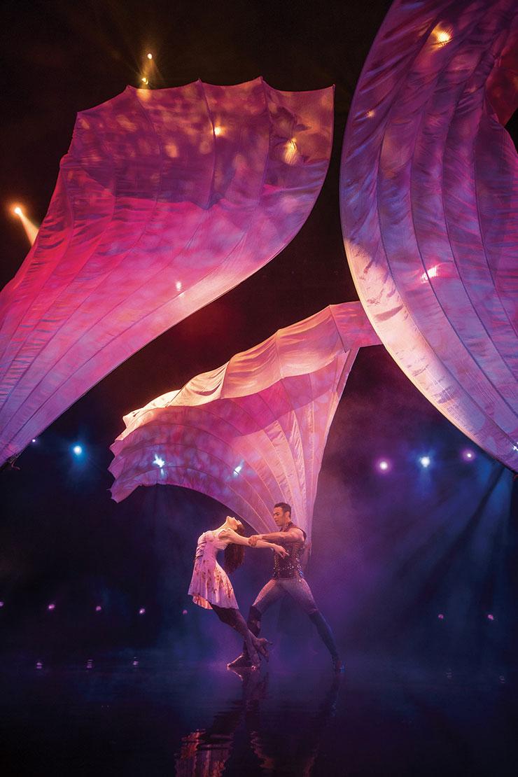 싱크로나이즈드, 현대무용, 서커스가 어우러진 환상적인 쇼 <르 레브>.