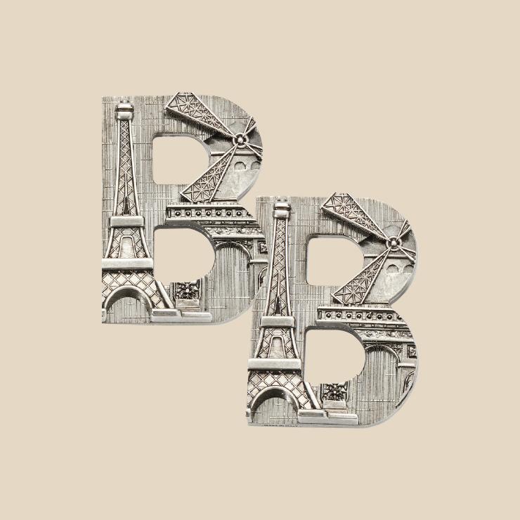 B 로고 귀고리는 73만원 Balenciaga.