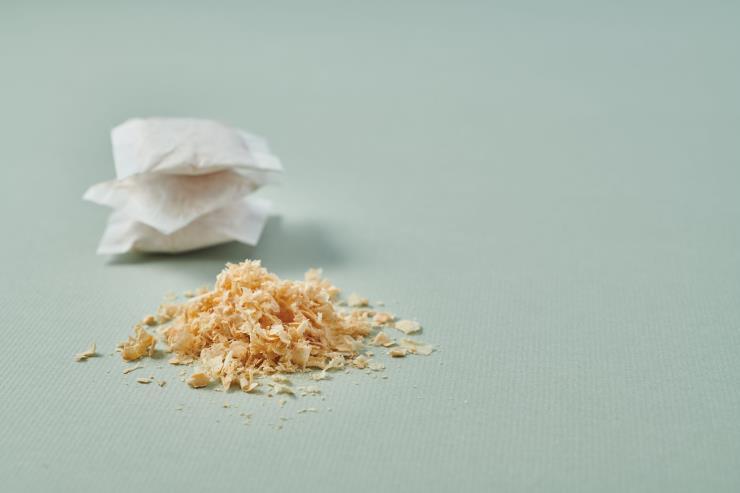 방습, 방충, 방향 효과가 있는 편백나무 톱밥 향낭이 들어있어요.