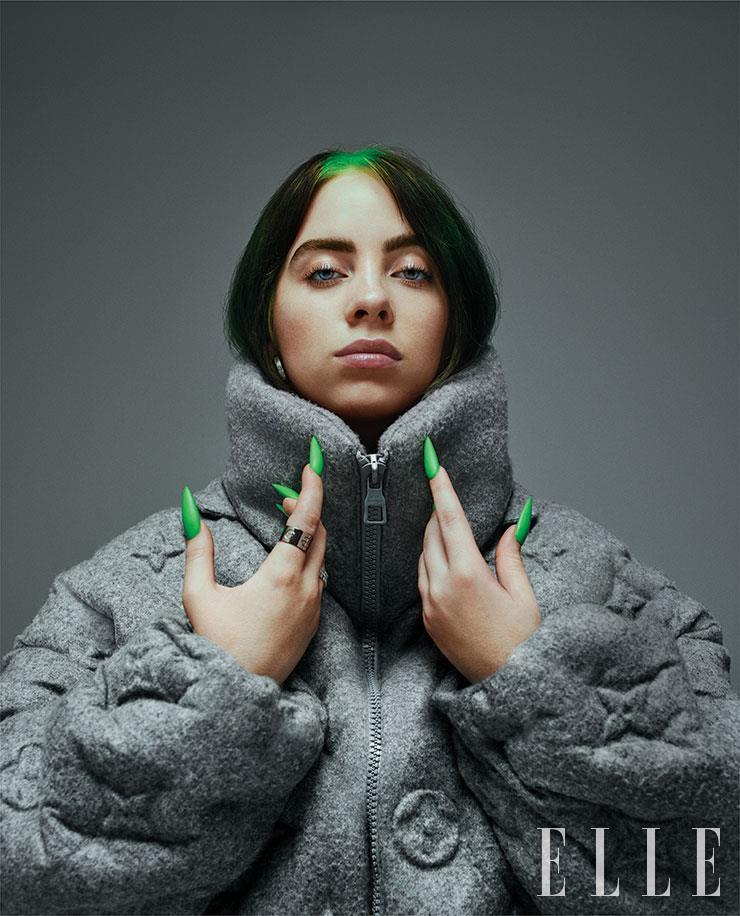 코트는 Louis Vuitton.