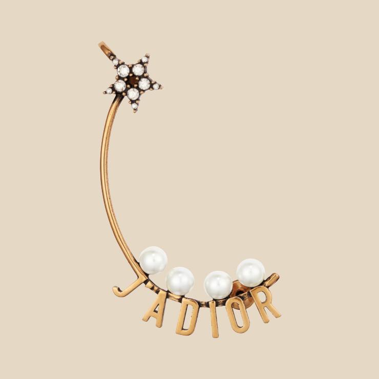 진주 장식 귀고리는 41만원대 Dior.