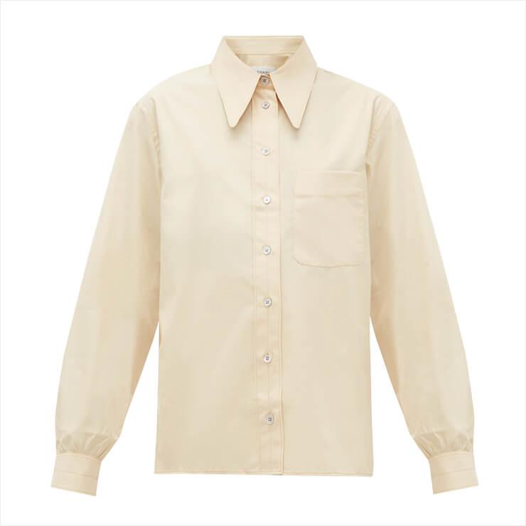 미니멀한 디자인의 셔츠는 70만원대, Lemaire by Matchesfashion.com.