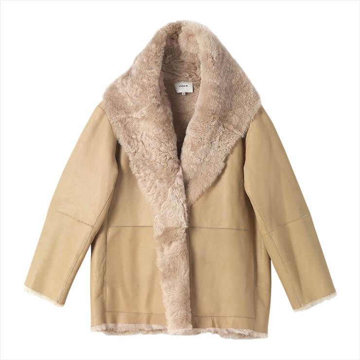 와이드 칼라가 돋보이는 무통 재킷은 4백78만원, Vince.