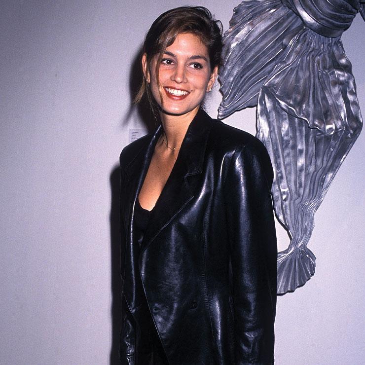 가죽 재킷도 LBD와 함께라면 파티 룩으로 즐길 수 있다. 카이아 거버의 패션 센스는 엄마에게서 물려받았음을 알 수 있는 신디 크로퍼드의 쿨한 파티 룩.