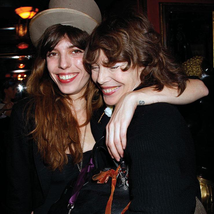 제인 버킨과 그녀의 딸 루 드와이옹의 행복한 한때.