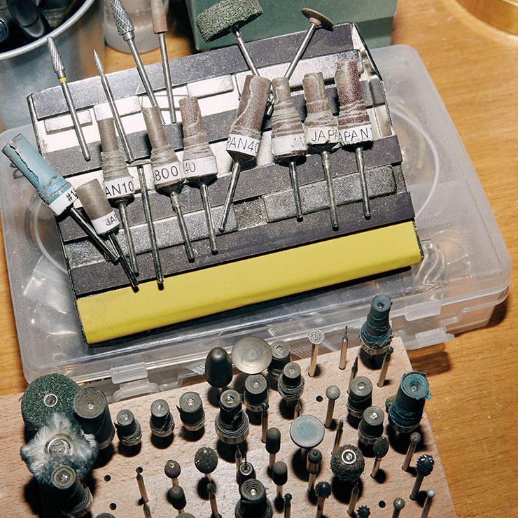 드와떼의 주얼리를 만드는 장비들.