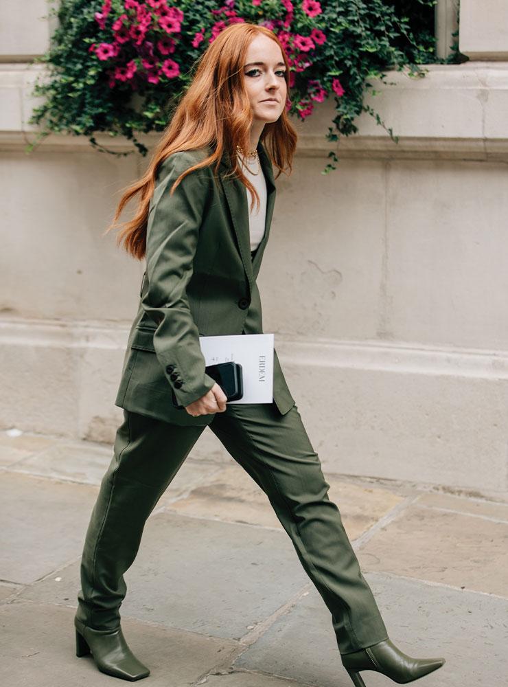 패션 위크 때도 슈트를 즐겨 입는다