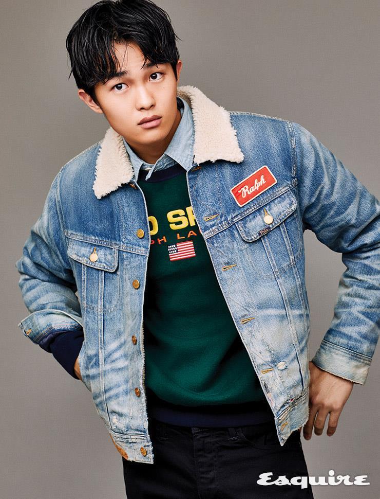 데님 시어링 재킷 30만원대, 초록색 니트 톱 가격 미정, 데님 셔츠 가격 미정, 검은색 팬츠 가격미정 모두 폴로 랄프 로렌.