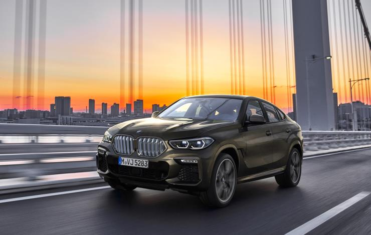 BMW가 한층 업그레이드된 성능과 디자인의 X6 3세대 모델을 출시했다. 1억원을 훌쩍 넘는 가격의 이 차는 어떤 장점을 지녔을까? 6가지 포인트를 짚어 봤다.