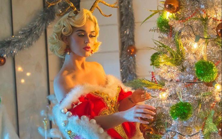 크리스마스에는 축복을, 크리스마스에는 사랑을~. 행복한 크리스마스를 기원하며 일상을 공유한 스타들이 있습니다. 크리스마스를 준비하는 스타들의 해피 홀리데이!