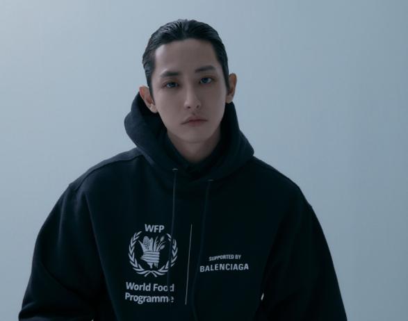 <에스콰이어> 1월호 이수혁 화보에는 'WFP' 로고를 넣은 발렌시아가 옷이 등장한다. 도대체 이건 어디에서 온 로고일까?