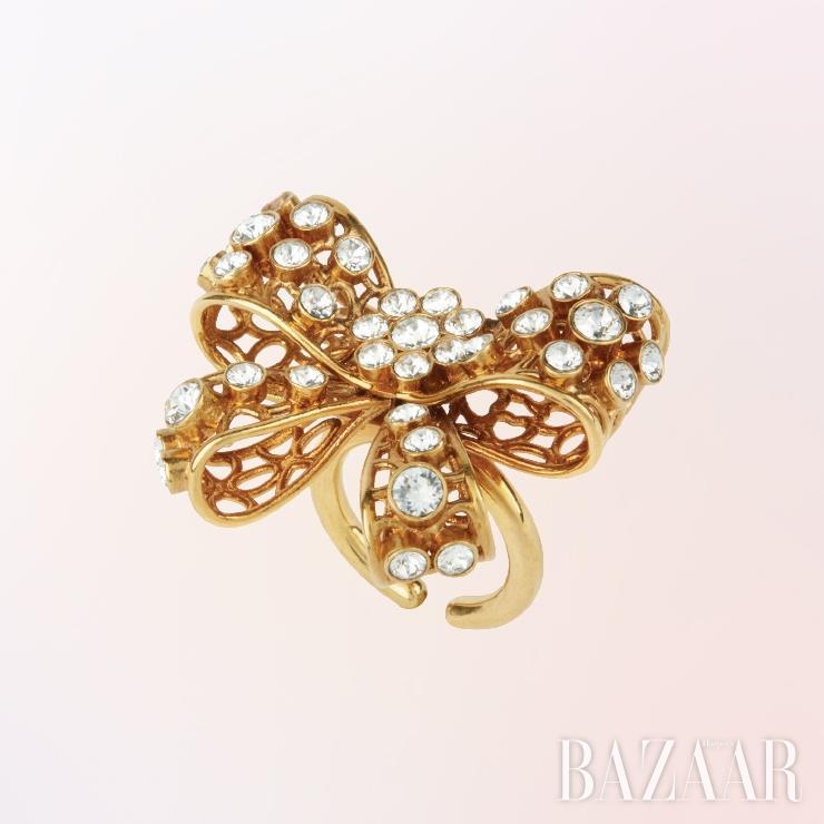 반지는 가격 미정 Versace.