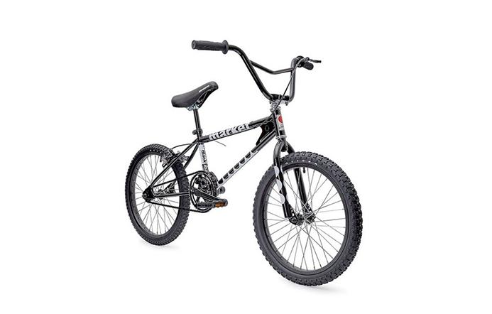 도버 스트리트 마켓 15주년을 기념한 CDG 블랙 마켓 팝업 스토어에서 수려한 라인을 자랑하는 BMX 자전거를 출시했다.
