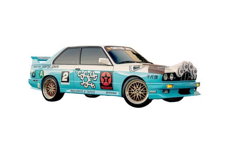 앨범 재킷에 등장한 BMW E30 M3