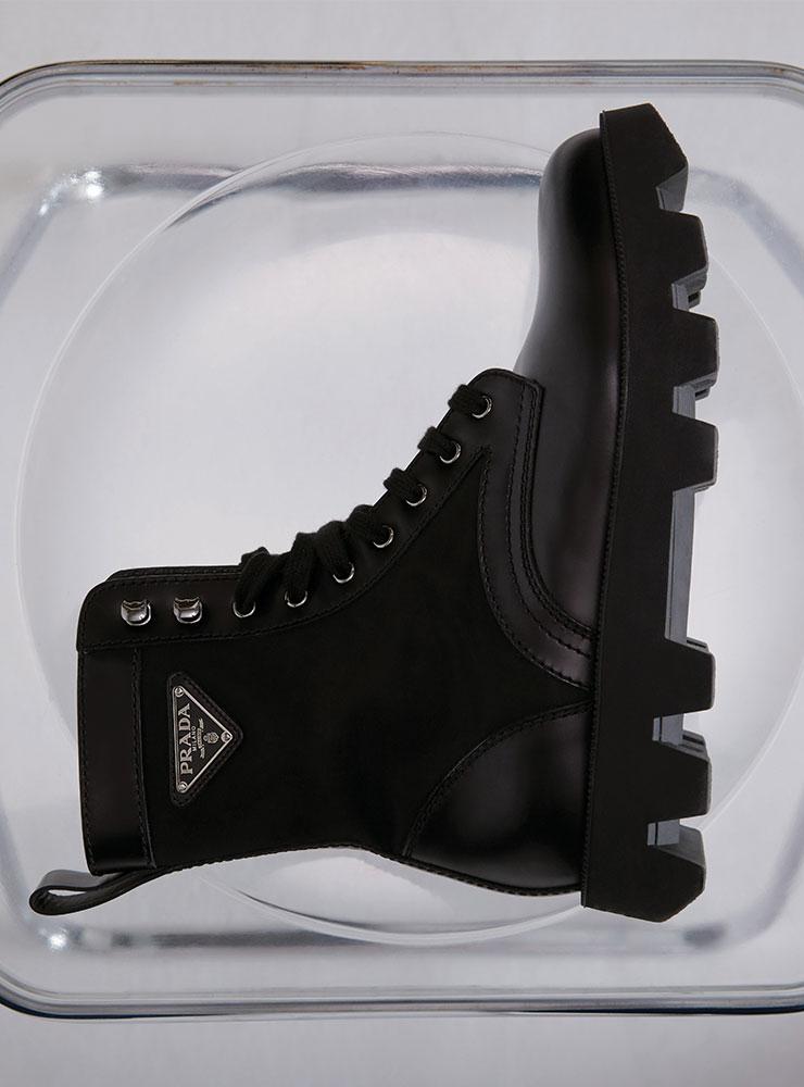 로고 장식 블랙 콤배트 부츠 가격 미정 프라다.