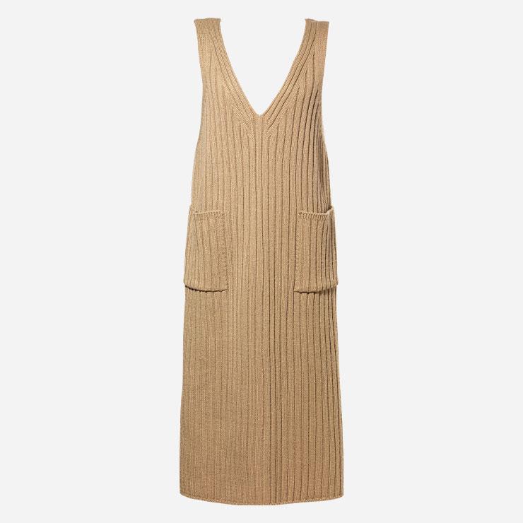 드레스 6만9천원 플라스틱 아일랜드.→ 민소매 니트웨어는 다양한 레이어링이 가능하다.