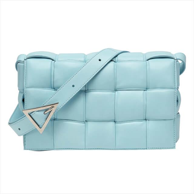 쿠션을 연상케 하는 퀼팅 레더 백은 3백12만원, Bottega Veneta