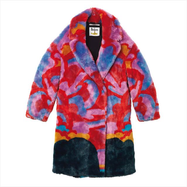추상적인 프린트가 인상적인 페이크 퍼 코트는 3백75만원, Stella McCartney.