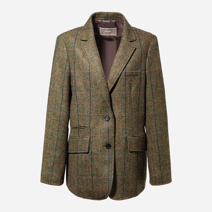 재킷 49만9천원 BCBG.→ 남성복을 닮은 클래식한 트위드 재킷은 에센셜이다.