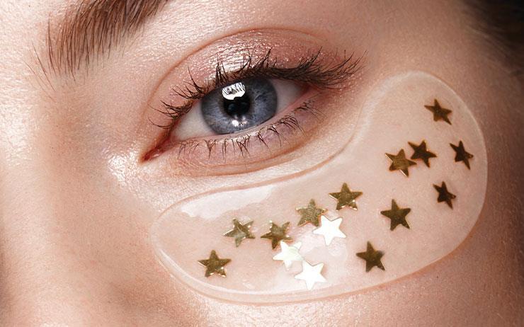 칙칙하고 피곤한 얼굴로 새해를 시작하고 싶지 않다면 지금부터 눈가를 공략할 때. 아이 크림만 바른다고 능사가 아니다. 눈가 고민과 피부 타입을 분석해 명확한 솔루션으로 케어해야 화사하고 팽팽한 눈가로 거듭날 수 있다.