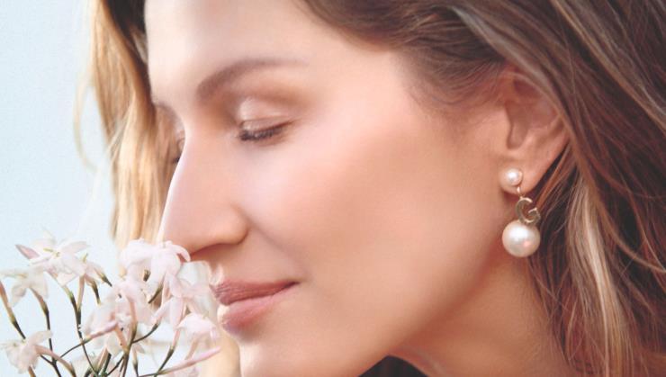 내면의 아름다움을 추구하는 지젤 번천과 디올 캡춰 토탈 스킨케어가 만났어요. 지젤 번천이 전하는 '진정한' 아름다움에 관한 인터뷰.