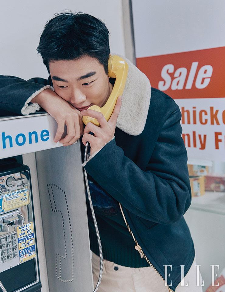 무통 재킷은 3백87만원, Lardini by Shinsegae International. 테디 베어 자수 장식의 니트는 55만9천원, Polo Ralph Lauren. 코듀로이 팬츠는 37만원, Man on the Boon.