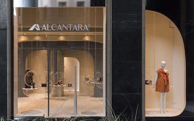 알칸타라는 완벽한 직물을 말한다. 밀라노에서, 첨단 기술을 담아.