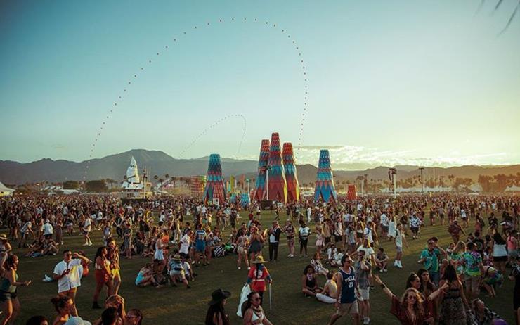 4인조로 복귀하는 빅뱅은 세계 최대의 축제 중 하나인 코첼라 페스티벌에서 그 시작을 알린다.