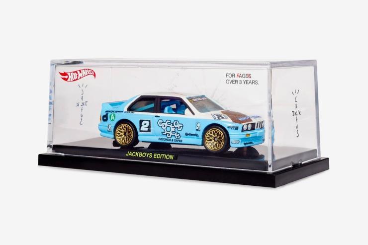 JACKBOYS 앨범 커버에 등장한 BMW E30 M3 미니어처를 3명에게 선물한다.