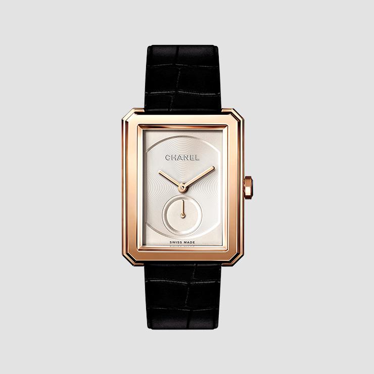 시계는 Chanel Watch.