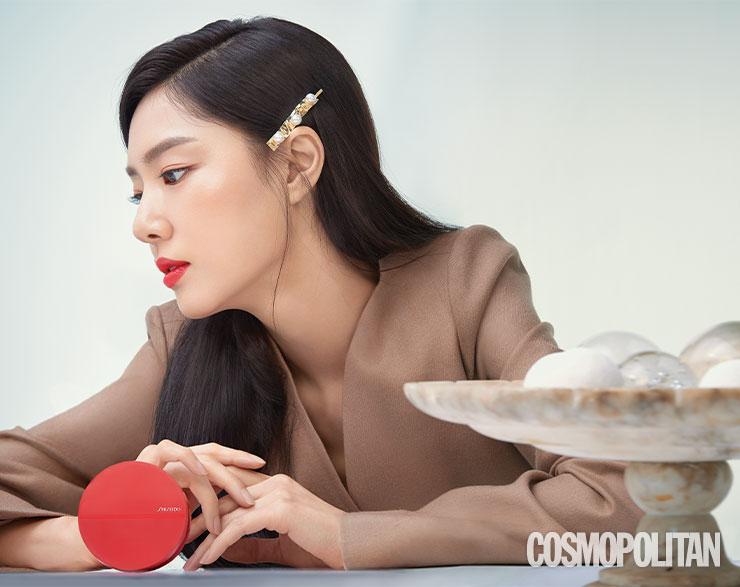 코트 69만8천원 레하. 헤어핀 가격미정 블랙뮤즈.