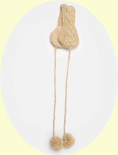 폼폼 장식이 귀여운 크림 컬러의 이어머프는 1만5천9백원, 8seconds.