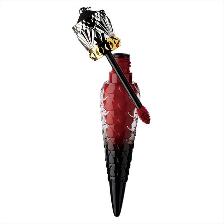 이사마야의 은발과 완벽히 어울리는 립 컬러로 3월 출시 예정이다. 루즈 매트 플루이드, 알메리카, 가격 미정, Christian Louboutin Beauty.
