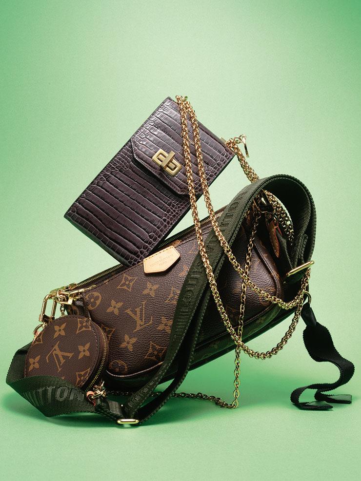 악어가죽 소재의 미니 체인 백은 가격 미정, Givenchy. 포켓 장식의 모노그램 패턴 백은 2백4만원, Louis Vuitton.