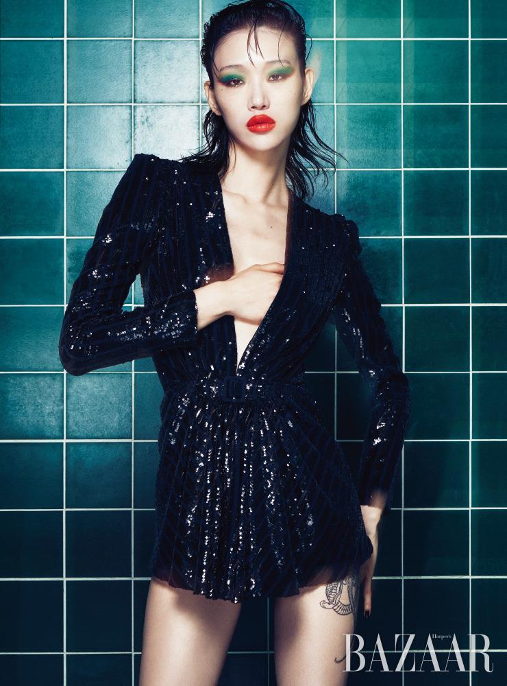 드레스, 앵클부츠는 모두 Saint Laurent by Anthony Vaccarello.