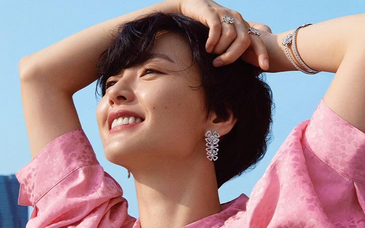 온화하고 고요한 표정으로 좀처럼 요동치지 않는 배우 정유미. 그런 그녀가 새 드라마에 대한 기대와 설렘을 주저없이 말한다.