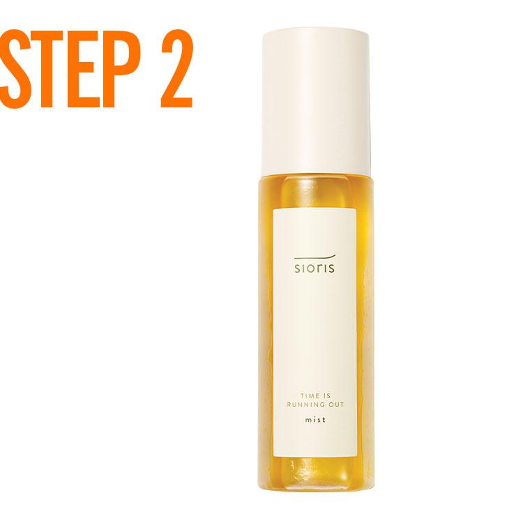 STEP 2 → 1단계에서 사용한 세럼에 컨실러를 소량 섞어 T존의 모공과 피부 요철이 심한 위주로 터치한 뒤 오일 미스트를 얼굴 전체에 가볍게 분사한다.
