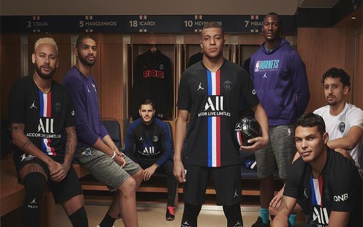 농구와 축구의 만남. 에어 조던과 파리 생제르맹의 캡슐 컬렉션을 공개합니다.