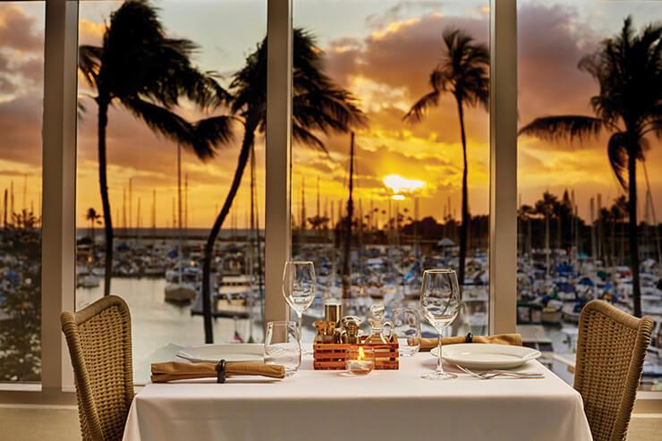 원 헌드레드 세일즈 레스토랑에서 일몰을 감상하며 즐기는 식사.