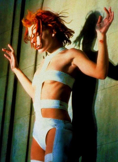 영화 〈제5원소〉에서 장 폴 고티에의 의상을 입은 밀라 요보비치. 1997년.